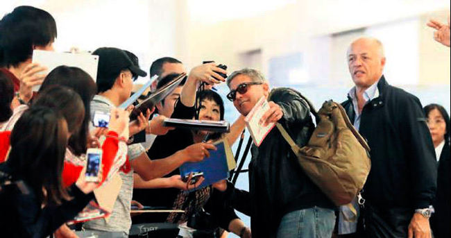 Tokyo'da Clooney'ye sevgi çemberi