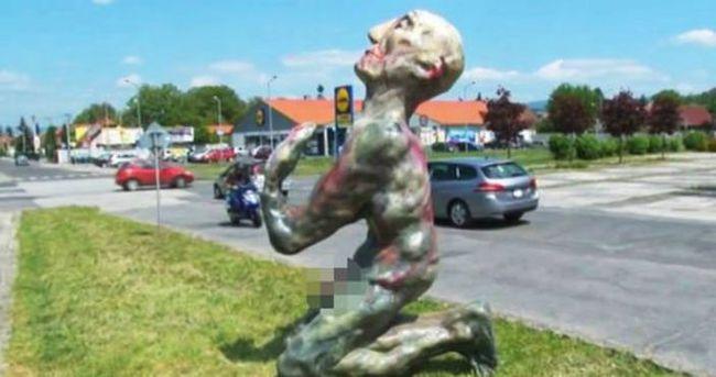 Slovakya o heykeli kaldırdı