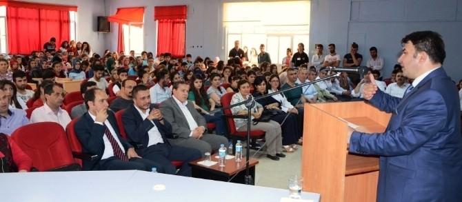 """Şaphane MYO'da """"AB Sürecinde Türkiye'nin Kimlik Sorunları"""" Konferansı"""