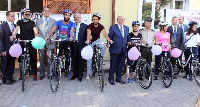 Okullara 300 Bisiklet