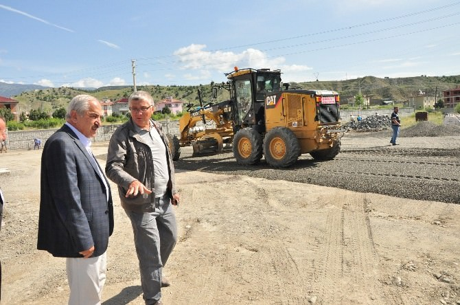 Tosya'da Belediyesi 2 Bin 500 Metrekare Alanı 2 Saatte Parke Kapladı