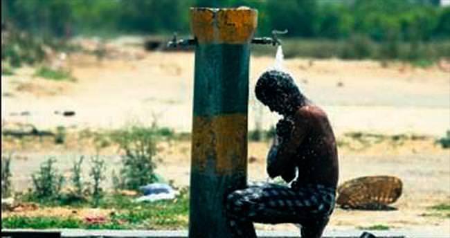 Aşırı sıcaklarda 765 kişi yaşamını yitirdi