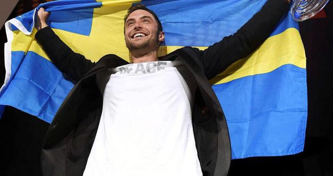 Eurovision birincisine 2. bayrak tepkisi