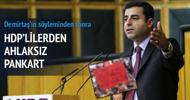HDP'den gayrı ahlaki bir pankart daha!