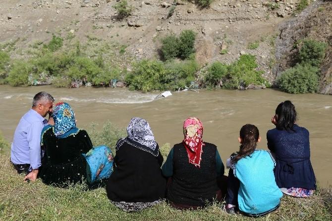 Zap Suyuna Araç Yuvarlandı: İki Kayıp