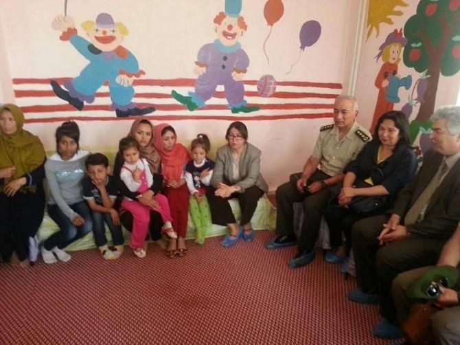 Validen Mültecilere Ziyaret
