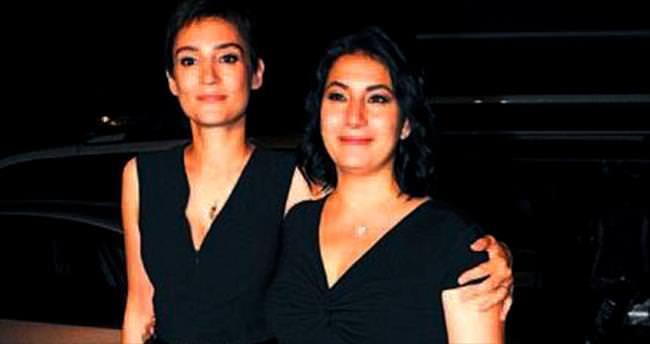 Ünlü senariste şarkılı türkülü parti verdiler