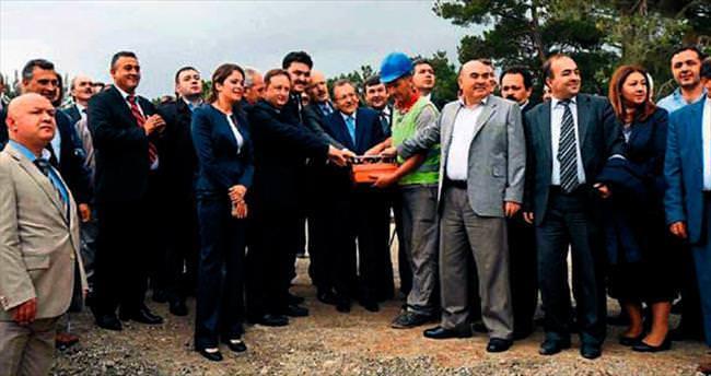Balıkesir'de hayvan bakım evinin temelini Uğur attı