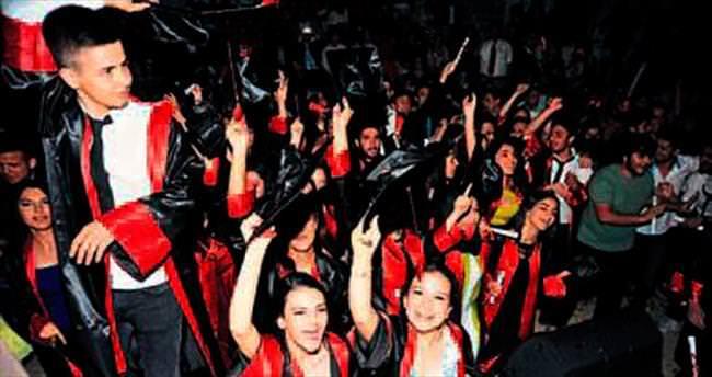 Karatay Lisesi'nin mezuniyet coşkusu