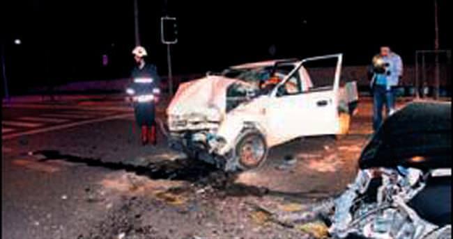 Kaza yapan araçlarda alkol şişeleri bulundu
