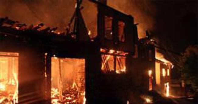 Safranbolu'da 3 ev alevlere teslim oldu