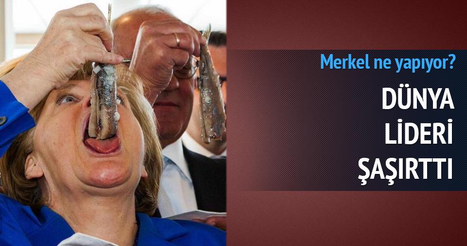 Angela Merkel'in balık yediği an