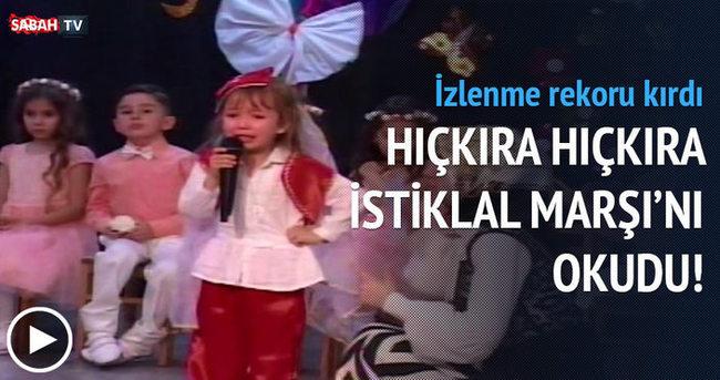 İstiklal Marşı'nı okuyan minik kız duygulanarak ağladı