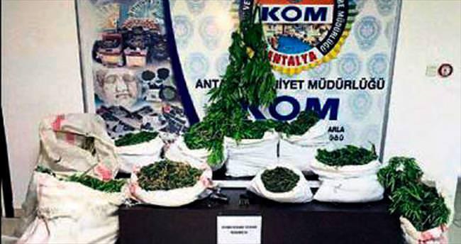 Antalya'da 55 kg esrar yakalandı
