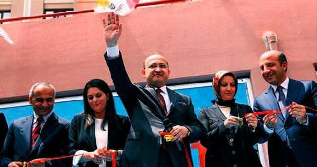 Yalçın Akdoğan: Beyaz Türk oldun