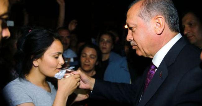 Cumhurbaşkanı Erdoğan o kızı teselli etti
