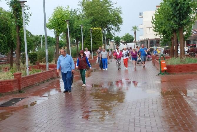 Didim'de Tatilcilere Yağmur Şoku