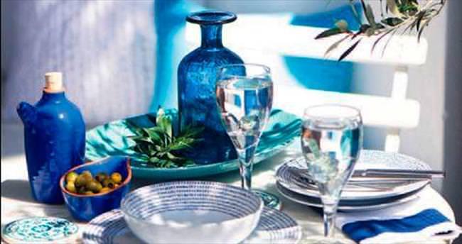 İdeal yaz kombinasyonu: mavi-beyaz
