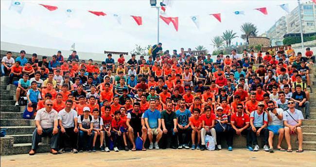 Gençleri tatil için buluşturan kamp