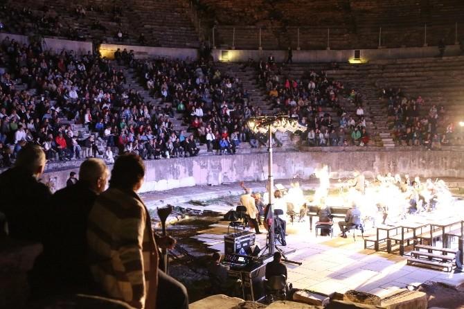 Efes Antik Kenti Bir Kez Daha Dev Bir Konsere Ev Sahipliği Yaptı