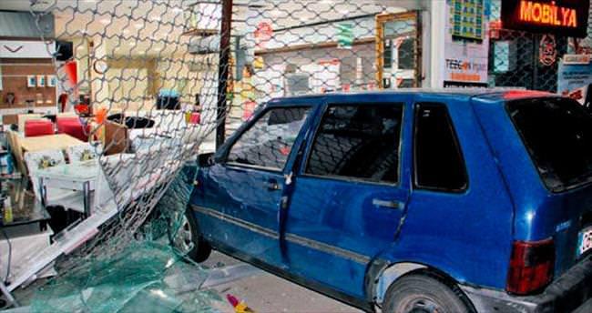 Kepenkleri arabayla kırıp dükkânı soydular