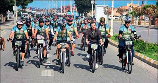 Karesi'de Menderes adına bisiklet yarışı