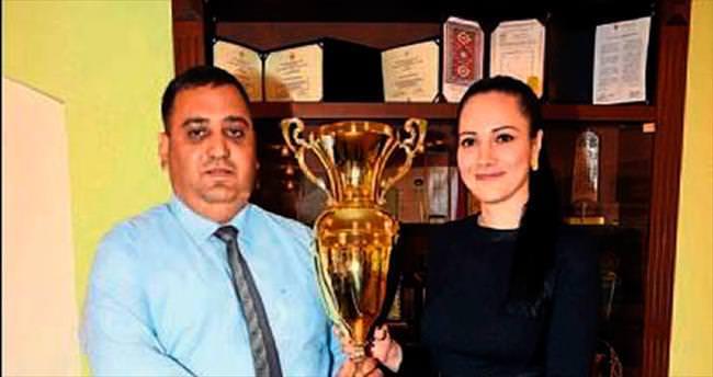 Yılın sporcusu Emine Akpolat Başkan Can'ı ziyaret etti