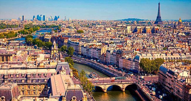 Paris'in sokaklarında kaybolmayı seviyorum