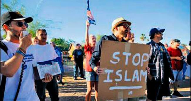 İslam karşıtı eyleme polis müdahale etti