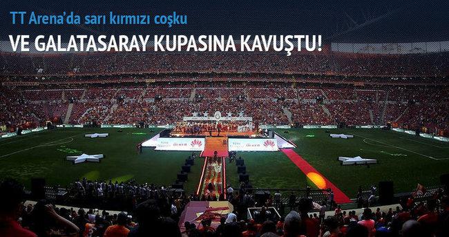 Ve Galatasaray kupasına kavuştu!