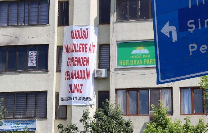 HDP'ye Pankartlı Mesaj