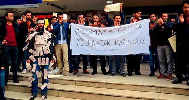Üniversiteli gençler isyan bayrağını açtı