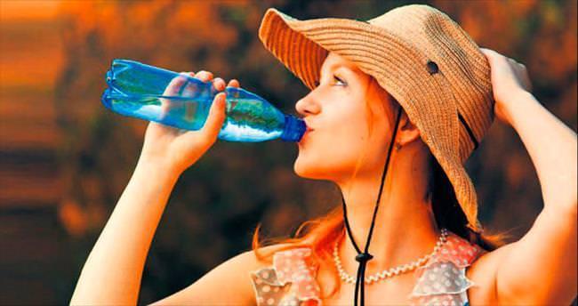 Fazla sıvı kaybı kadar fazla su tüketimi de zararlı