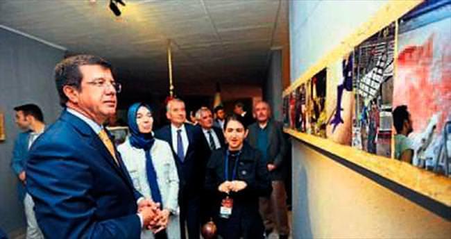 Cam Horoz Heykeli büyük ilgi gördü