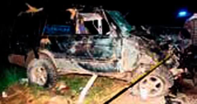 Ciple kamyonet çarpıştı: 5 ölü 6 yaralı