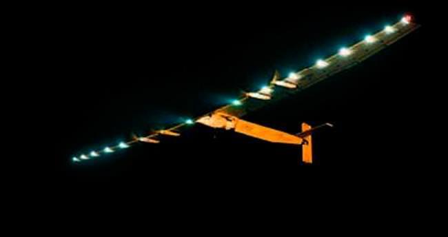 Güneş enerjili uçak rekor uçuşa başladı