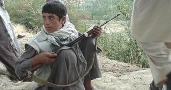 Afganistan'da 13 yaşındaki çocuğa 'terör' gözaltısı