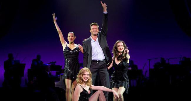 Hugh Jackman sahnede Türk kahvesi içip fal kapattı