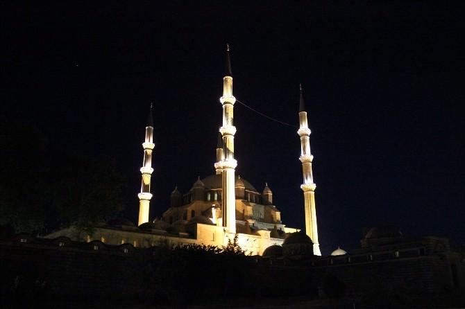 Selimiye Camii Berat Kandili'nde Doldu Taştı