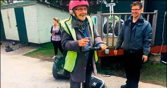 98'inci yaşgününü Segway'le kutladı