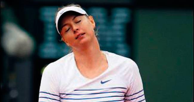 Sharapova erken gitti