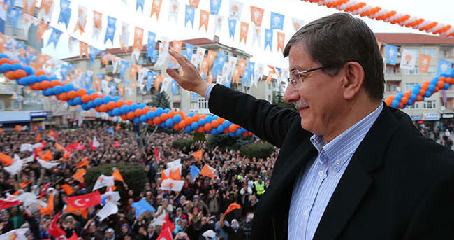 Başbakan Davutoğlu'nun mitinglerinde bir ilk!