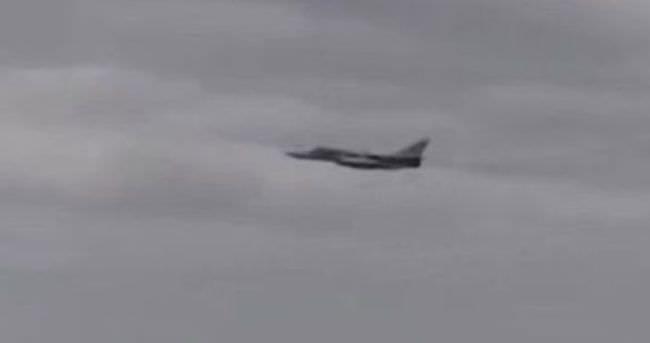 Rus savaş uçaklarından Amerikan muhribine yakın geçiş