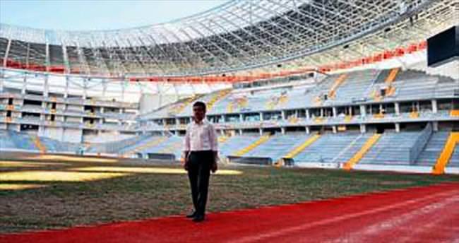 Antalyasporlu Uslu yeni stadı inceledi