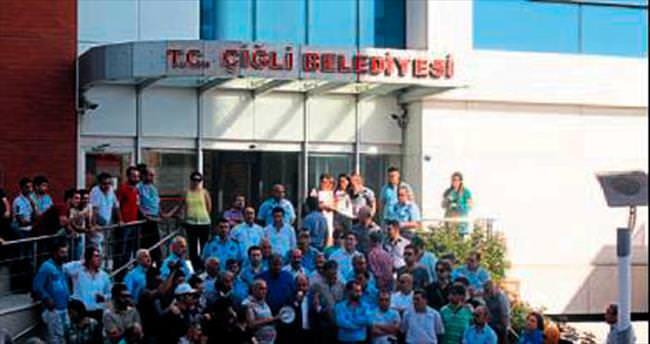 Çiğli Belediyesi önünde dönüşüm eylemi
