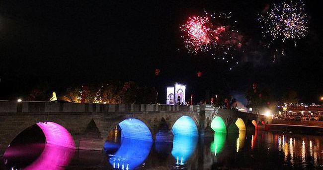 Tunca Köprüsü ışıl ışıl