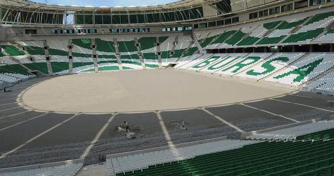Timsah Arenanın zemini çimlendiriliyor
