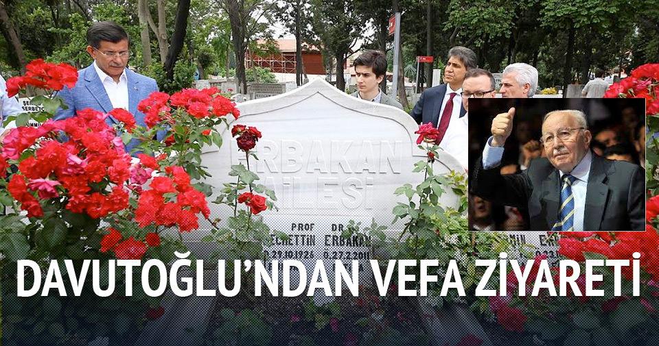 Davutoğlu'ndan Erbakan'a vefa ziyareti