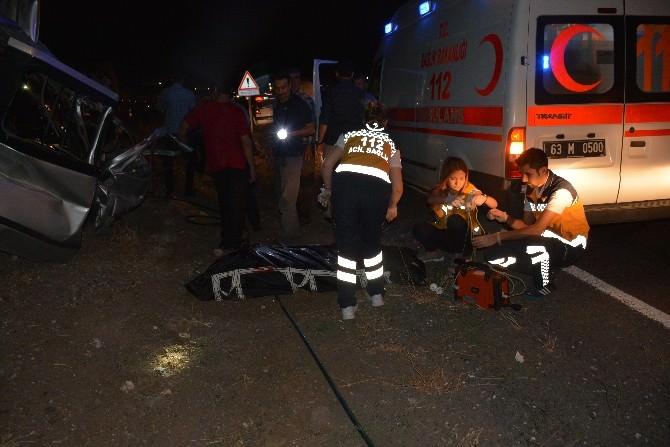 Minibüs Arkadan Tır'a Çarptı:2 Ölü,1ağır Yaralı