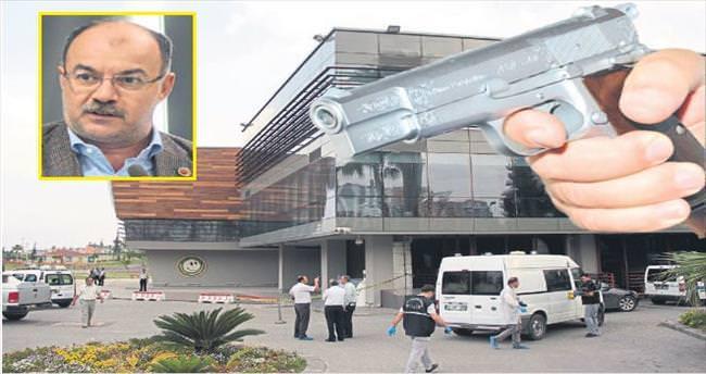 CHP'li meclis üyesini belediyede vurdular